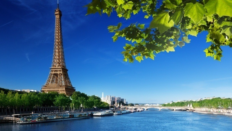fond écran HD ville Paris France tour Eiffel berge Seine wallpaper background PC smartphone Mac Apple
