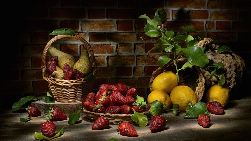 photo art nature morte fruits fraises citrons poi