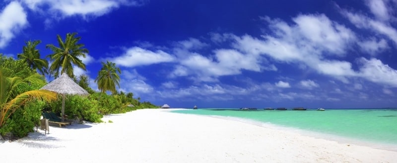 Photo panoramique plage de sable blanc Seychelles