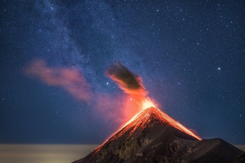 photo explosion volcanique volcan
